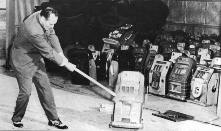 Grevemberg swinging the sledge on a slot