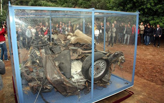 What remained of the car that escorted Falcone, which carried Dicillo, Montinaro and Schifani.